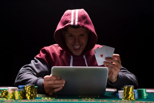 7 tips to stay safe when playing online casino games