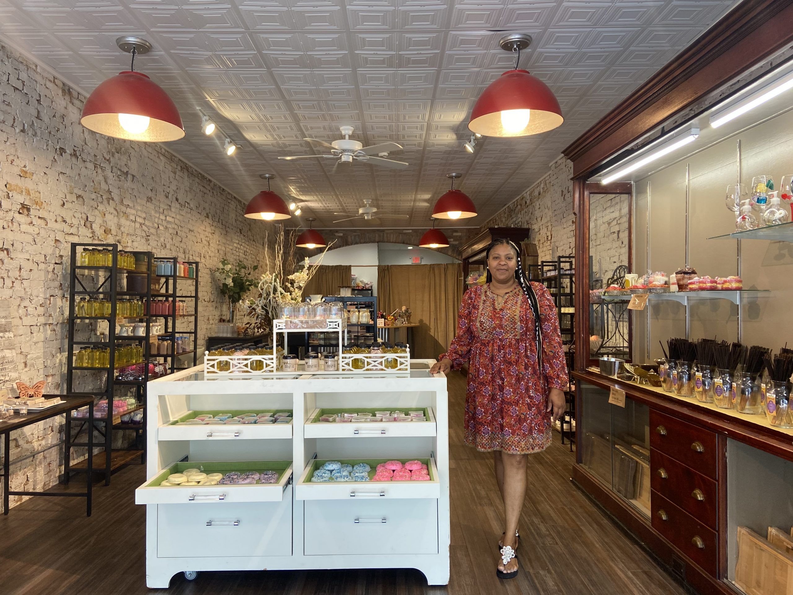 New shop brings scents, soaps to downtown Geneva